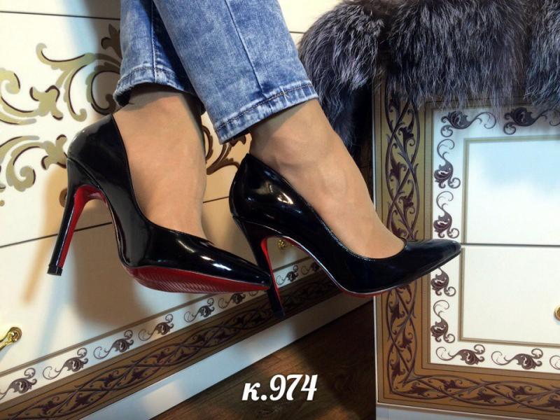 Женские лаковые туфли - лодочки
