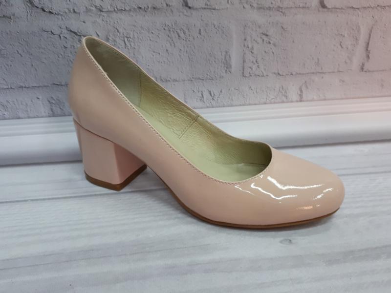 Женские лаковые туфли на каблуке Nivelli.