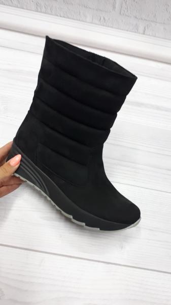 Замшевые женские ботинки-дутики. Украина