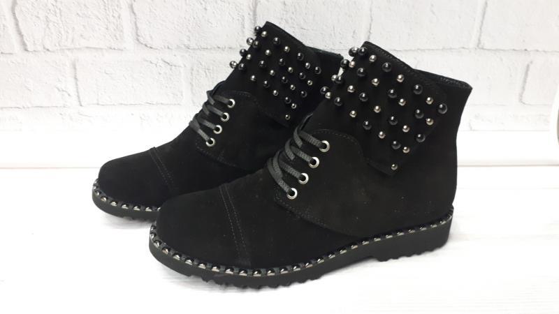 Женские замшевые зимние ботинки с бусинками. Украина