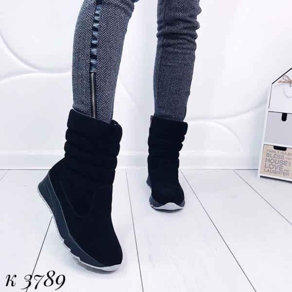 Замшевые зимние женские ботинки-дутики. Украина
