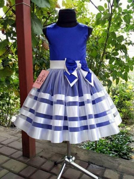 Детское платье праздничное  Выпускное сине-белого цвета