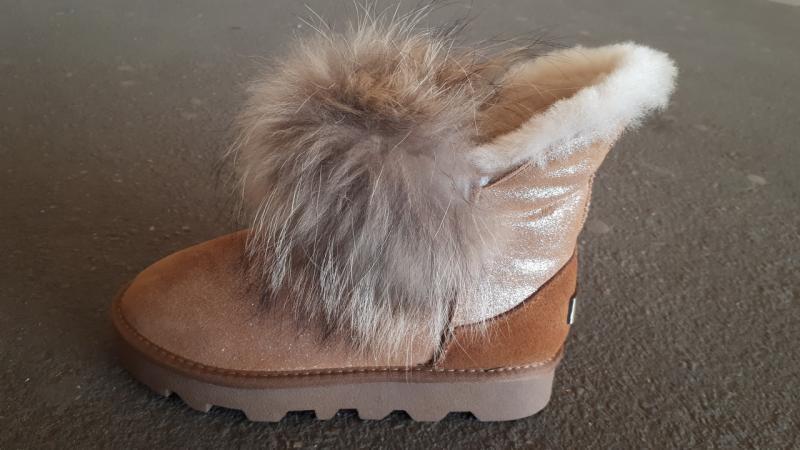 Фото Женская обувь, Зима, Угги, унты Натуральные UGG Australia на натуральном меху с енотом. Украина
