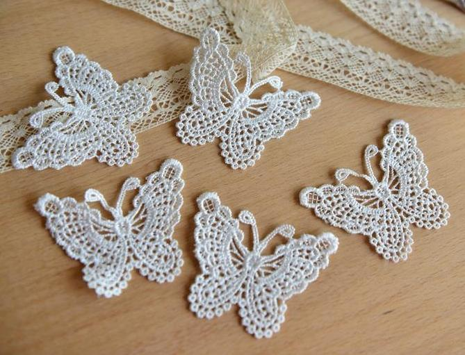 Фото Кружево ,тесьма ,сетка,резинка, Кружево хлопок,репс Кружевные , вышитые  бабочки  70 * 50 мм.  цвет  белый .