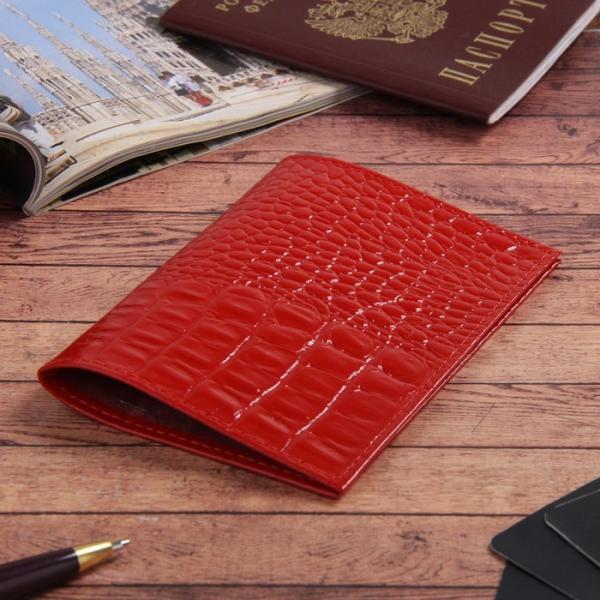 Обложка для паспорта, кайман, цвет алый
