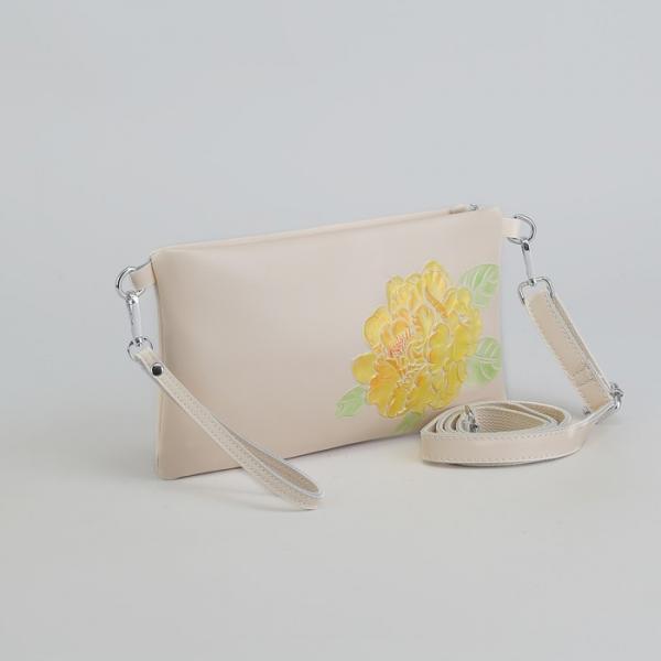 Клатч женский, отдел на молнии, наружный карман, с ручкой, длинный ремень, цвет молочный