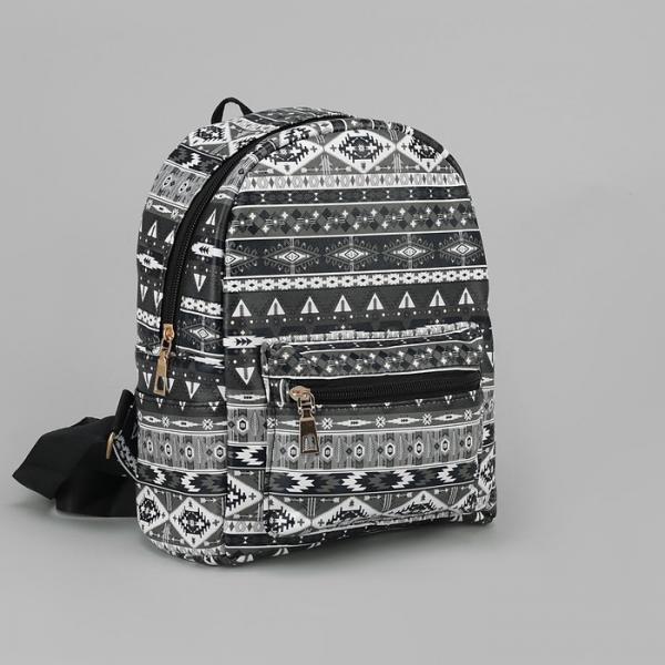 """Рюкзак детский """"Орнамент"""", отдел на молнии, наружный карман, 2 боковых кармана, цвет чёрный"""