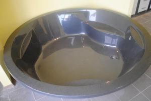 Фото Поддоны душевые и ванны из искусственного камня на заказ в Гродно Ванна из искусственного камня на заказ в Гродно