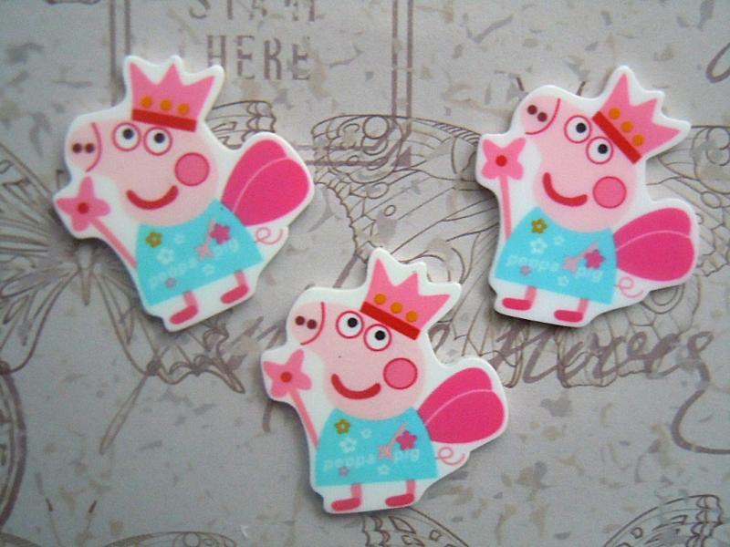 Фото Серединки ,кабашоны, Кабашоны детские мультики Пластиковая  серединка  31 * 35 мм.  свинка    Пэппа  (  фея  )