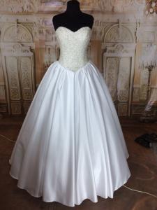 Фото Свадебные платья Пышное атласное белое свадебное платье Синдерелла
