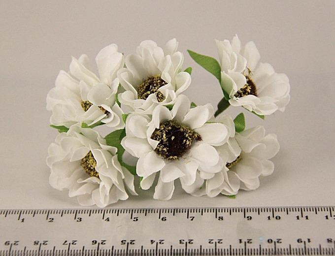 Ромашка  4 см.  тканевая ,   Белого  цвета  ,   на  проволоке  10 см.   Пучёк  из  6 шт.