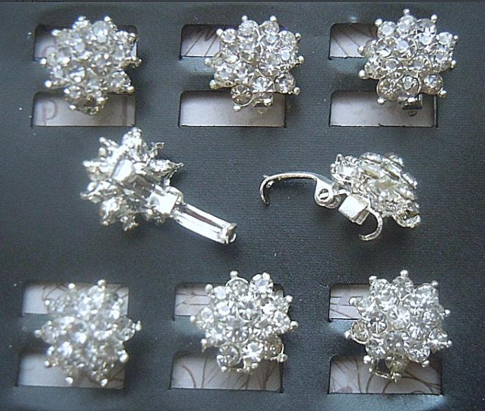 Фото Серединки ,кабашоны, Серединки с жемчугом и стразами Зажим  для  прядей  волос .  Основа  метал  под  белое  серебро  с  серединкой 13,5 мм. из  белых  хрустальных  стразиков.