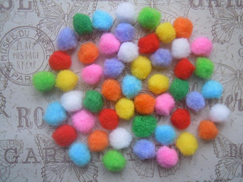 Фото Вязаный ,тканевый  декор . помпоны Помпоны  мягкие  тканевые  1,5  см.    Цветные, в  смешении  8  цветов.    Упаковка  50 шт.