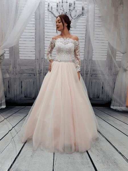 Пышное свадебное платье пудра с кружевными рукавами Алина