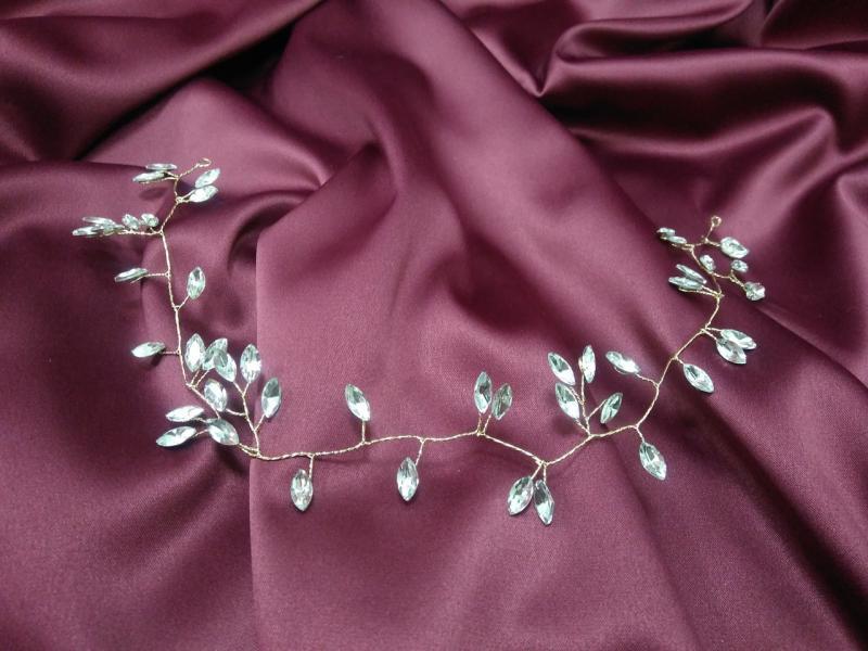 Веточка с камушками на золотой основе для свадебной и вечерней прически