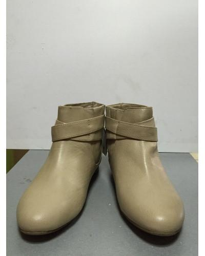 Ботинки женские короткие светло-бежевые с пряжкой Pull@Bear 38