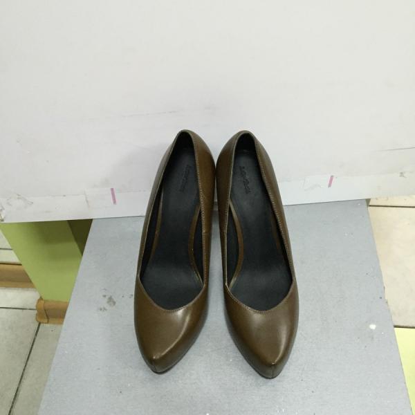 Туфли женские кожаные оливкового и черного цвета на каблуке OTHER Stories ол37