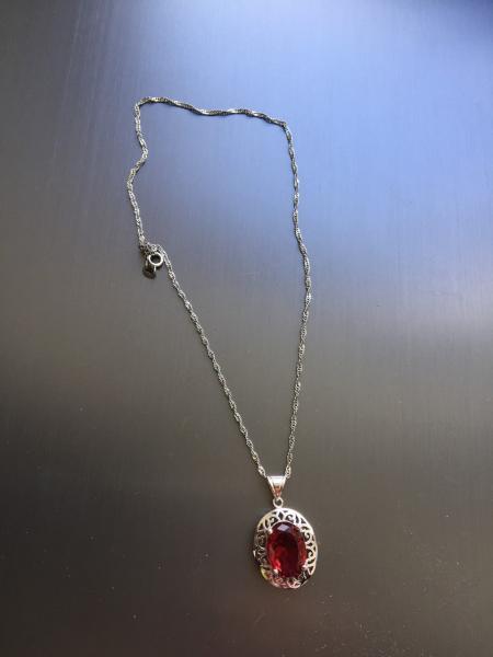 Кулон на шею с камнем