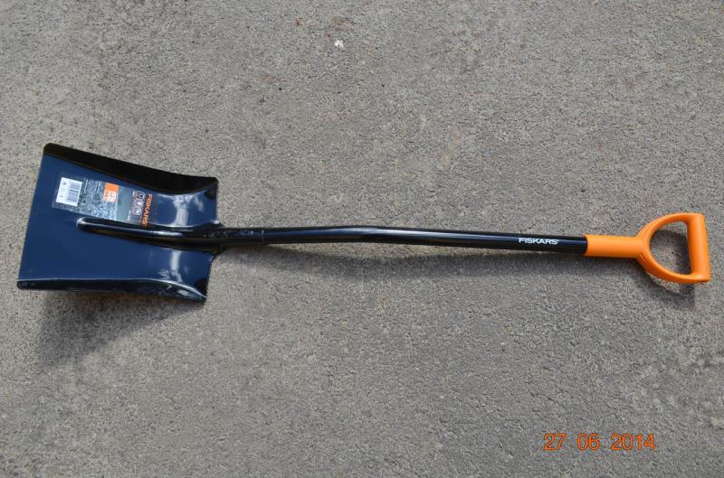 Совковая лопата Fiskars для бетона (132911)
