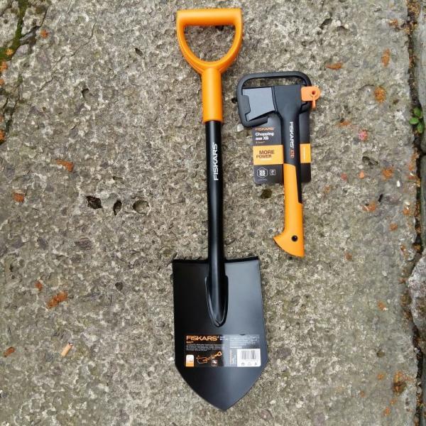 Автомобильный набор FISKARS - топор х7XS + лопата 131417