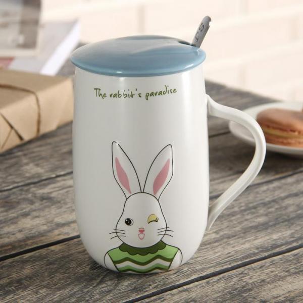 """Кружка 450 мл """"Рай кролика"""", с керамической крышкой и ложкой, рисунок МИКС"""