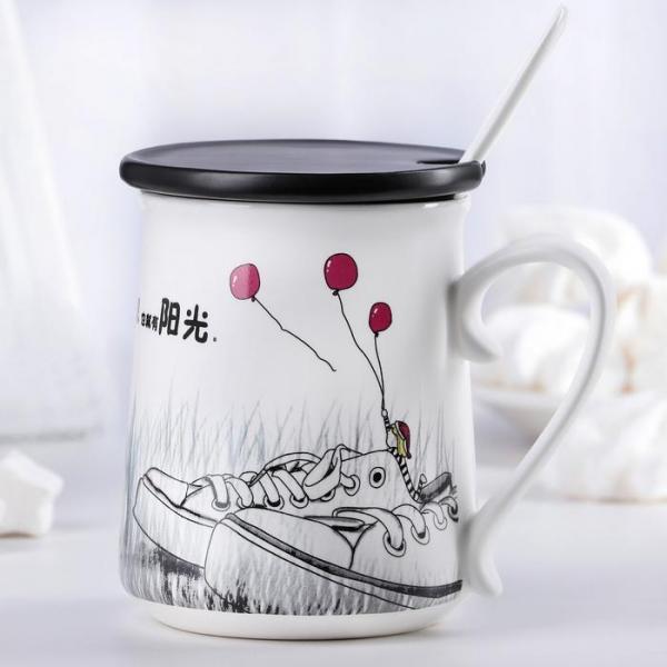 """Кружка 450 мл """"Забери меня"""", с керамической крышкой и ложкой, рисунок МИКС"""