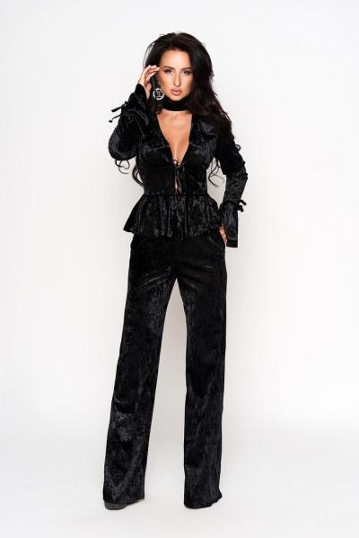 Стильный женский костюм из мраморного бархата.