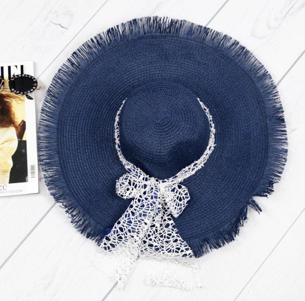 Женская соломенная шляпа синяя.