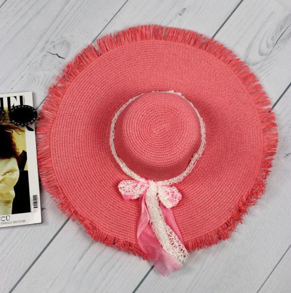 Женская соломенная шляпа розовая.