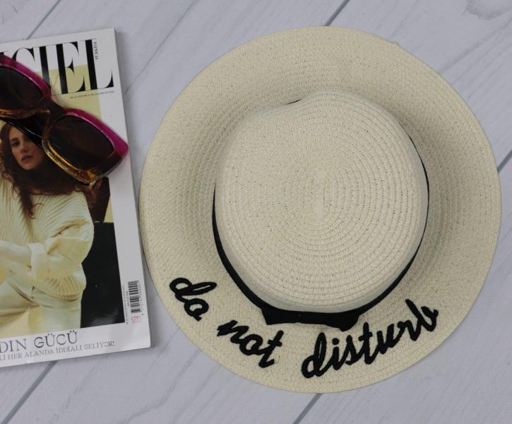 Женская соломенная шляпа белая.