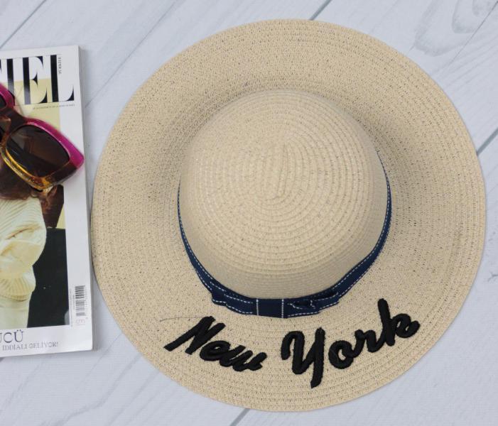 Женская соломенная шляпа бежевая.