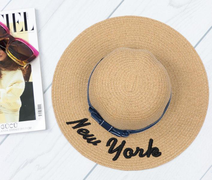 Женская соломенная шляпа темно-бежевая.