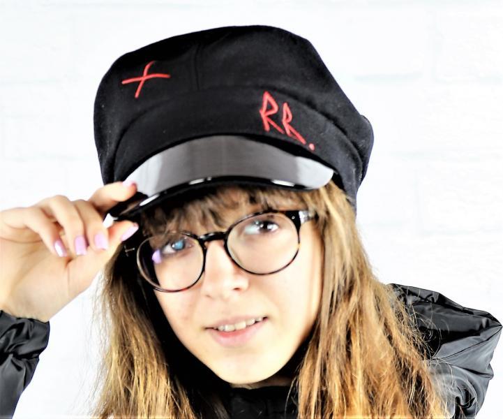 Стильная женская кепка.