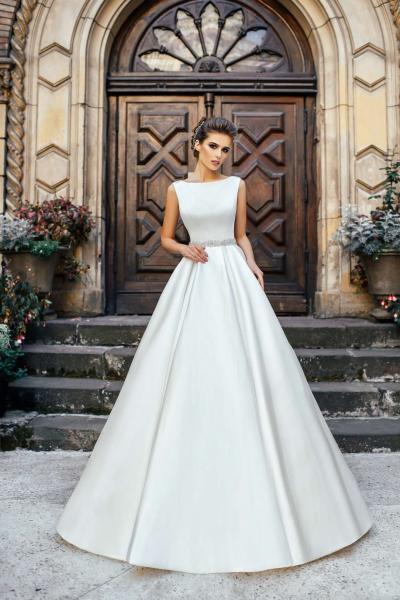 Недорогое закрытое атласное свадебное платье Жанна