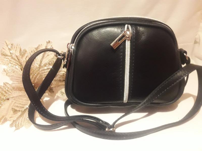 Жіноча шкіряна сумка чорного кольору на три окремих відділення на довгій ручці через плече
