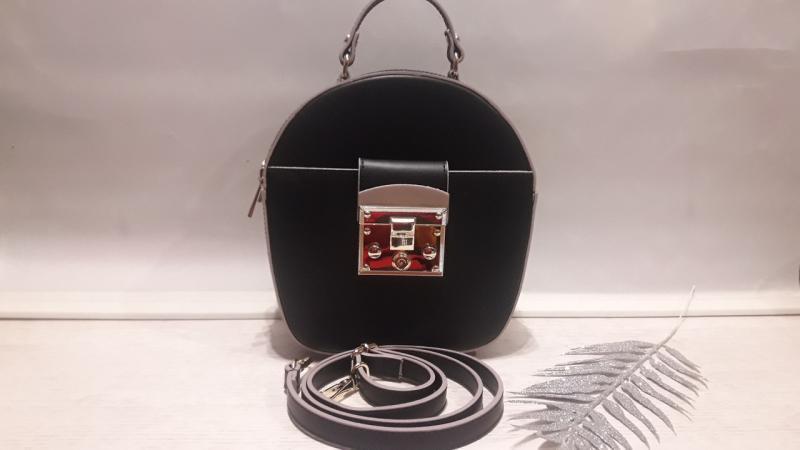 Жіноча сумка шкіряна чорного кольору має довгий і коротку ручку сумка через плече