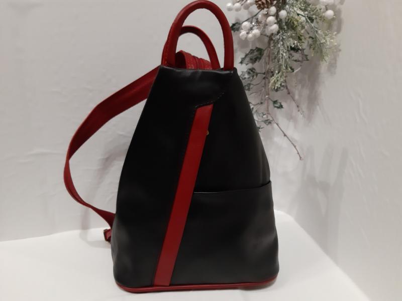Жіночий шкіряний рюкзак з натуральної шкіри чорного кольору карман впереді і ззаду