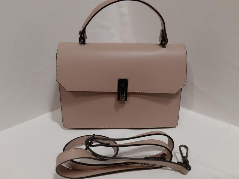 Шкіряна жіноча сумка  кольору має коротку і довгу ручку через плече