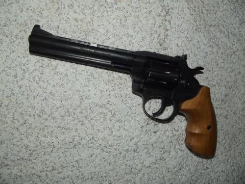 Револьвер под патрон Флобера Сафари РФ-461 с буковой рукоятью