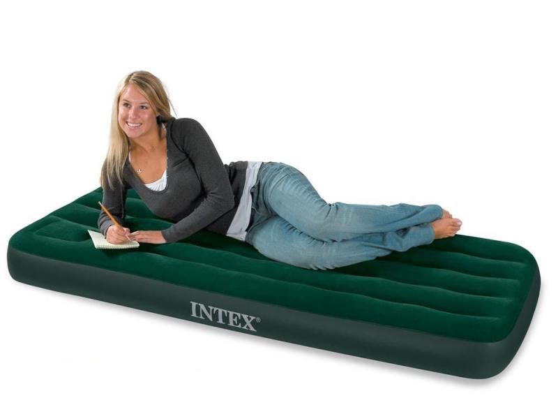 Надувной матрас Intex со встроенным ножным насосом