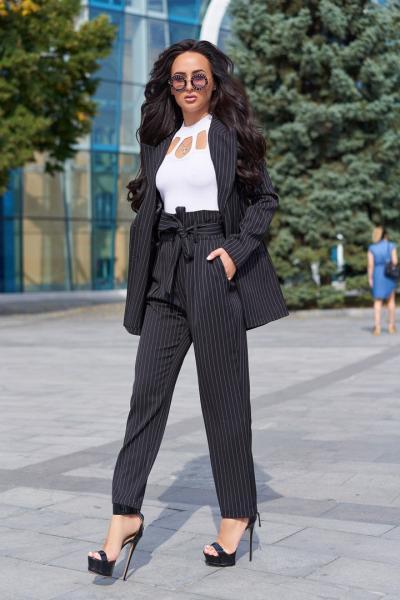 Стильный женский костюм тм Enneli в полоску.