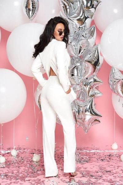 Стильный женский костюм тм Enneli белого цвета.