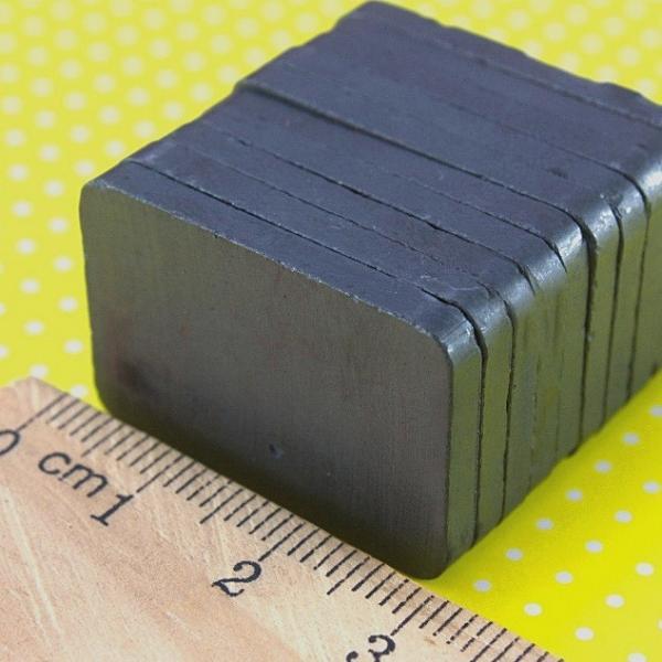 Фото Инструменты ,  крепёжные  материалы  и  клей. Магнит  30 * 20 * 3 мм.  ( прямоугольный )