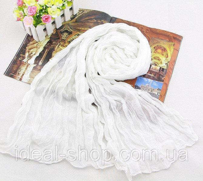Шарф из жатой ткани белый