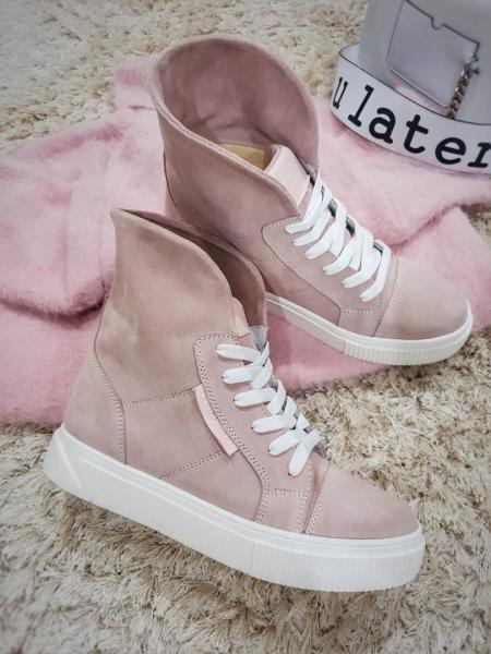 Стильные замшевые ботинки с отворотом цвет пудра.