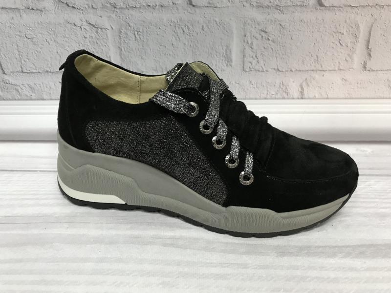 Стильные замшевые кроссовки на платформе. Украина