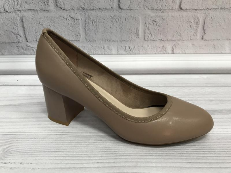Женские кожаные бежевые туфли на каблуке Loretta.