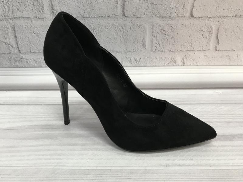 Туфли женские замшевые лодочки черные на шпильке.