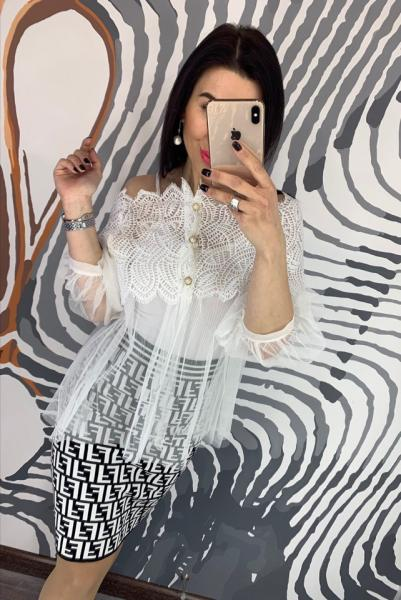 Воздушная женская шифоновая белая блузка.