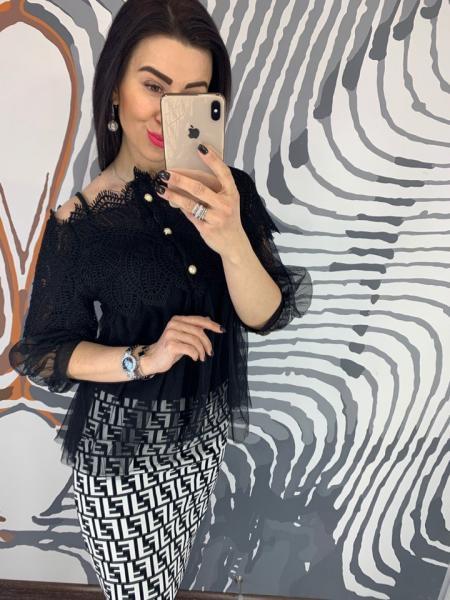 Воздушная женская шифоновая черная блузка.